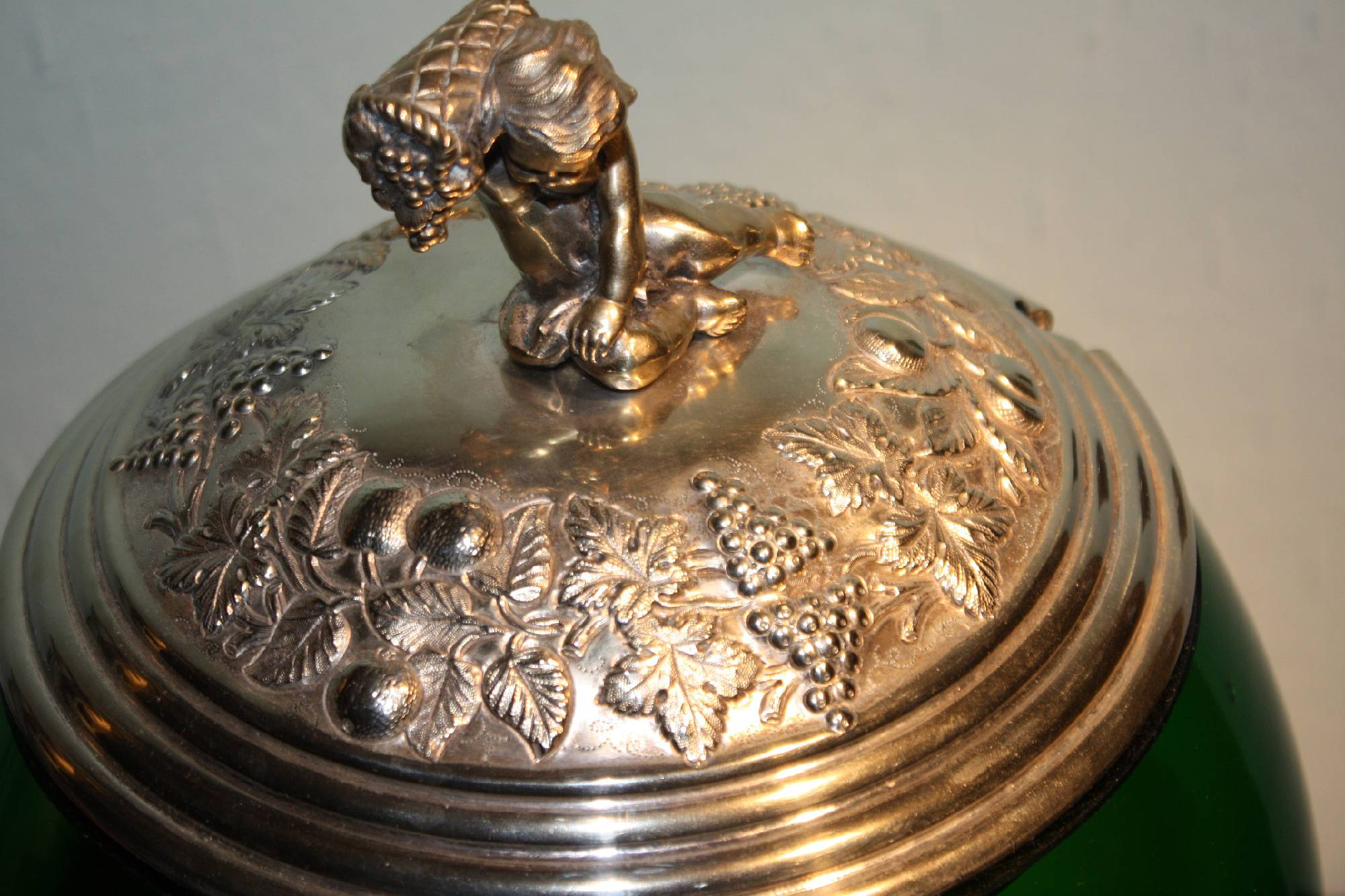 Large antique Mid-19th century 925 silver foot and lid, green glass bowl, bowle pot with engravings