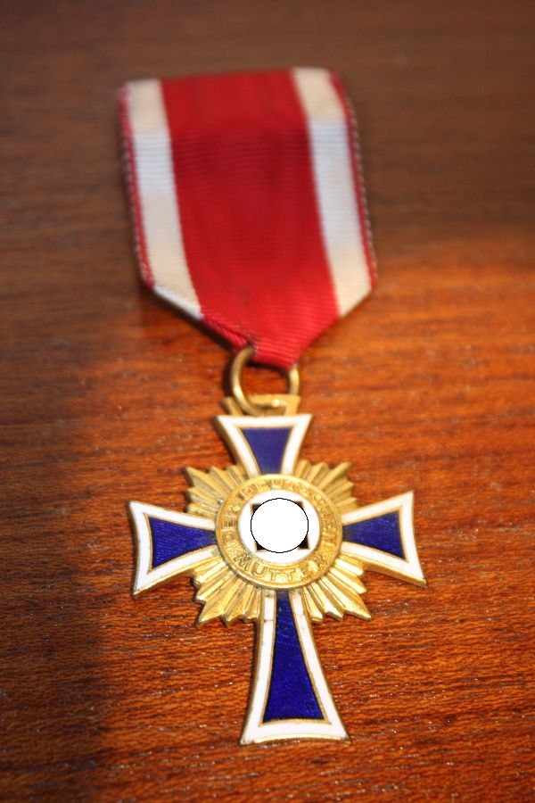 A German World War 2 medal Mothers Cross in Gold, 1st level