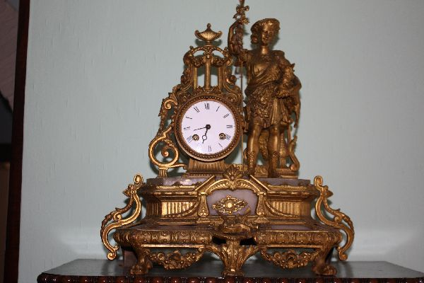 Antique French 1900 gold, cast metal figural mantel clock with alabaster base