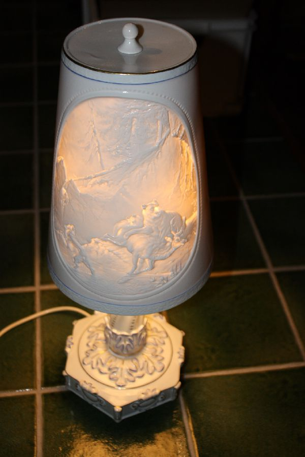 1950's East German all porcelain table lamp, lamp shade with lithophane